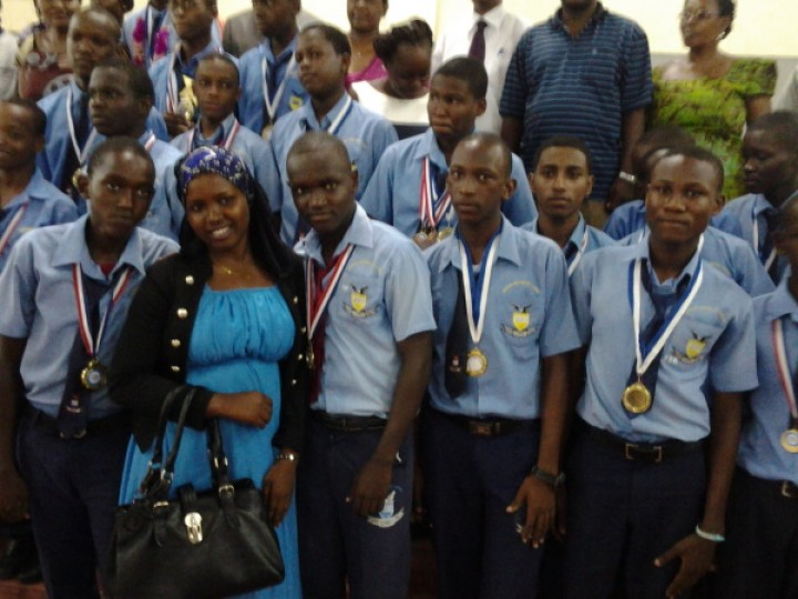 eagles_students_medals_prize_giving_day_winners_with_their_parents_20140329_121938