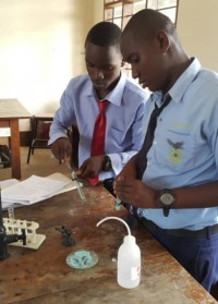 eaglessecondaryschool_students_in_chemistry-laboratory4